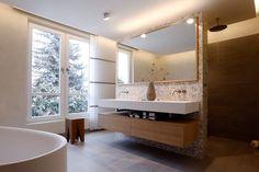Lichtdurchfluteter Raum: Moderne Badezimmer Von Tuba Design