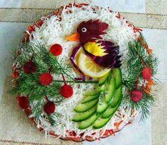 Creativity with Food Items. Edible Food, Edible Art, Christmas Salad Recipes, Amazing Food Art, Creative Food Art, Vegetable Carving, Food Carving, Food Displays, Food Decoration