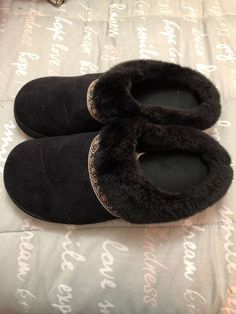 28bfc80b 20 Best Slippers images in 2019 | Slippers, Shoes, Mens slippers