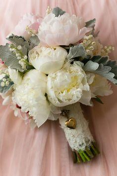 Gorgeous wedding bouquet idea; photo: Emilia Jane Photography