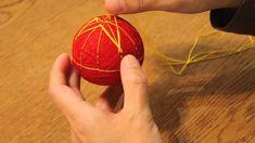 Temari balls, a traditional japanese craft. So cute! 日本の花々 置いてつるして飾れる 手のひらサイズの加賀てまりの会