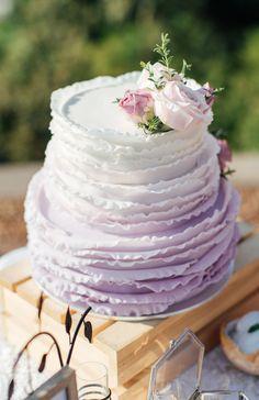 Stilvolle Ideen für eine Hochzeitstorte mit Fondant - Hochzeitskiste Naked Cakes, Vanilla Cake, Fondant, Desserts, Food, Wedding Day, Backen, Ideas, Tailgate Desserts