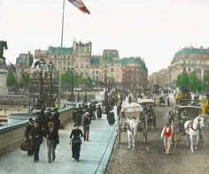 Then: Pedestrians and carriages on Pont Neuf. | Then Vs. Now: Paris In The Early 1900s
