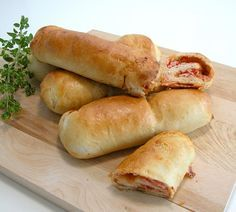 Pizza Wraps, Pizza Sandwich, Toast Sandwich, Kids Meals, Easy Meals, Junk Food, Hot Dog Buns, Pepperoni, Lchf