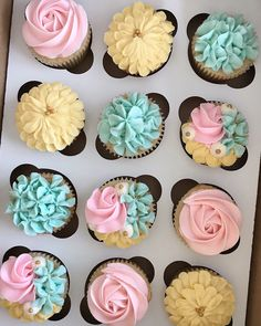 Baby Shower cupcakes Pink, Blue, Teal, and Yellow buttercream flower cupcakes with gold accents. Birthday Bbq, Yellow Birthday, Gold Birthday Cake, Birthday Cupcakes, Cowgirl Birthday, Themed Cupcakes, Wedding Cupcakes, Teal Baby Showers, Baby Shower Yellow