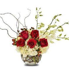 Elegante centro de mesa con rosas