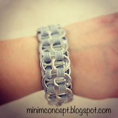 Soda tab bracelet for girls camp craft - spray paint different value colors Diy Projects To Try, Crafts To Do, Crafts For Kids, Summer Camp Crafts, Camping Crafts, Soda Tab Bracelet, Soda Tab Crafts, Nespresso, Girl Scout Camping