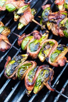 Delicious grilled Bacon Wrapped Brussel Sprouts on a skewer! This easy side dish is perfect for throwing on the grill and so tasty. A quick and simple balsamic marinade makes these the BEST Grilled Brussel Sprouts ever! Bacon Wrapped Brussel Sprouts, Grilled Brussel Sprouts, Brussels Sprouts, Bacon Wrapped Steak, Bacon Wrapped Appetizers, Pastas Recipes, Kabob Recipes, Healthy Recipes, Pork Recipes