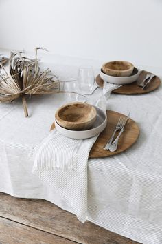 Byron Bay's Modern Tropical Charm striped tabletop linens with wood and ceramic dishwares. / sfgirlbybay - Add Modern To Your Life Striped Table, Striped Linen, Modern Tropical, Deco Table, Home And Deco, Decoration Table, Table Linens, Tabletop, Table Settings