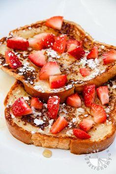 Eggless French Toast w/Strawberries (vegan option) - www.VegetarianGastronomy.com
