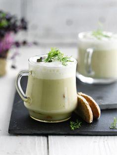 Venkelcappuccino met gerookte kip http://njam.tv/recepten/venkelcappuccino-met-gerookte-kip
