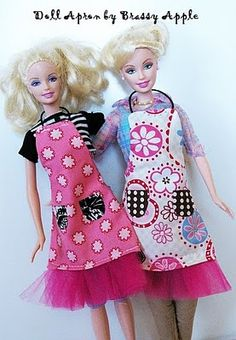 Apron for dolls, so cute. I can make the girls and their dolls match...hmm