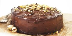 Bezlepková čokoládová torta pozostáva z korpusu na cesto, ktorý je úplne bez lepku, famóznej čokoládovej plnky s mascarpone a nepraskajúcej polevy. Russian Recipes, Cheesecake, Gluten Free, Pudding, Desserts, Food, Chocolate Cakes, Tarts, Polish