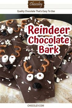 This fast, easy and adorably cute and fun Christmas Reindeer Chocolate Bark recipe will make kids and adults of all ages squeal with delight. Chocolate Marshmallows, Chocolate Bark, Chocolate Gifts, Chocolate Recipes, White Chocolate, Blackberry Syrup, Pretzels Recipe, Bark Recipe, Dried Cherries