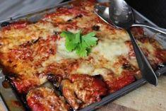 Ingredients   3 auberginemoyennes  300 grs de viande hachée  Fromage râpé  sauce tomatecuisiné ou en pot  Persil et coriandre  sel, ...