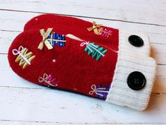 Recycled sweater mittens by Miracle Mittens & More #miraclemittens #RecycledSweater #mittens