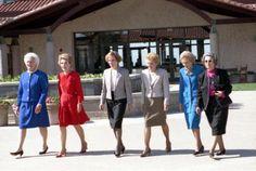 Three decades of First Ladies! Barbara Bush, Nancy Reagan, Rosalynn Carter, Betty Ford, Pat Nixon and Lady Bird Johnson First Lady Church Suits, Church Suits And Hats, Women Church Suits, Church Hats, First Lady Of America, Us First Lady, Presidents Wives, American Presidents, American History