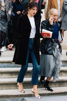 It's not the first time I feature Jeanne Damas here but it's always interesting how her effortless outfits look so interesting (while being rather simple). But that's the French secret coolness X-fact Jeanne Damas, Fashion Mode, Fashion Week, Boho Fashion, Winter Fashion, Paris Fashion, Vogue Paris, Style Désinvolte Chic, My Style
