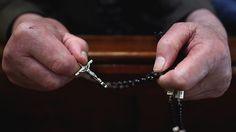 """Envían al sacerdote organizador de la orgía gay en el Vaticano a un """"retiro espiritual"""""""