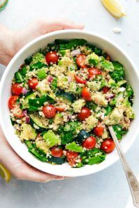 A super healthy detox quinoa and veggie salad made with all natural ingredients that are good for you and help to detox your body!