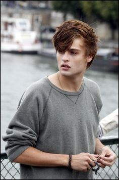 Douglas Booth.. i dont usually go for guys with BA-bangs but.. hes sexy