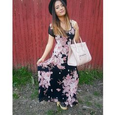VINTAGE FLORAL MAXI DRESS Superrrr cute vintage floral maxi dress! Great for spring & summer! *is a little bit ripped at the very end of dress but you can really tell once you're wearing it* Dresses Maxi
