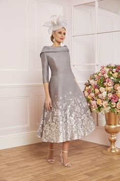 Veni Infantino Mother of the Bride Dress - Kleider mit Hut - Young Mother Of The Bride, Mother Of The Bride Inspiration, Mother Of The Bride Fashion, Mother Of Groom Outfits, Mothers Dresses, Evening Dresses, Fall Dresses, Long Dresses, Prom Dresses