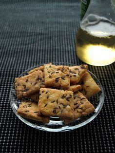 Kmínové krekry Crackers, Mashed Potatoes, Nom Nom, Good Food, Cheese, Cookies, Baking, Ethnic Recipes, Desserts