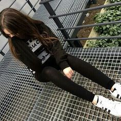 Image about girl in Grunge☠ by Carmen on We Heart It Tumblr Photography, Photography Poses, Girl Photo Poses, Girl Photos, Tmblr Girl, Ft Tumblr, Foto Casual, Tumblr Fashion, Stylish Girl