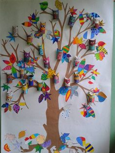Hard to believe these colorful guys can be made from toilet paper tubes.Owls made from toilet paper rolls and then attached to a tree painted on white craft paper.The owls of found treehouse Fall Crafts, Diy And Crafts, Arts And Crafts, Paper Crafts, Diy For Kids, Crafts For Kids, Collaborative Art, Tree Art, Owl Tree