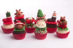 Brigadeiros natalinos Christmas Cookies, Merry Christmas, Christmas Ornaments, Chocolate, Mini Cupcakes, Cake Cookies, Marshmallow, Cake Pops, Love Food