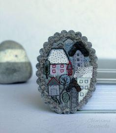 Броши ручной работы. Ярмарка Мастеров - ручная работа. Купить Город, где живет Любовь. Брошь текстильная. Handmade.