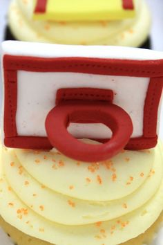 Basketball cupcakes Basketball Cupcakes, Cooking Time, Cake Decorating, Cup Cakes, Baking Ideas, Birthday Ideas, Creative, Food, Cupcakes
