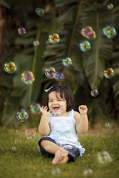 Photography Kids Bubbles Smile Ideas For 2019 Children Photography Poses, Baby Girl Photography, Family Photography, Indoor Photography, Red Photography, Summer Family Photos, Family Pics, Fall Family, Family Posing
