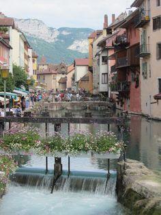 """Et cette ville a bien méritée son titre de """"Venise des Alpes"""""""