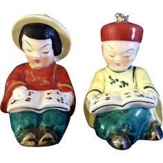 Adorable Asian Boy and Girl Reading Salt & Pepper Shakers Made in Japan Mid-Century Ceramic Figurines Chinese Figurines, Salt And Pepper Set, Girl Reading, Salt Pepper Shakers, Asian Boys, Boy Or Girl, Mid Century, Kitchen Supplies, Japan