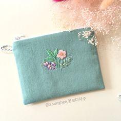 - #꽃보다자수#꽃보다예쁘다ㅋㅋ #프랑스자수#자수#손자수#파우치 #embroidery #handembroidery #handmade#bordado #ricamo#needlework #needlecraft #pouches