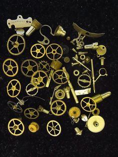 懐中時計の歯車、部品10gです。スチームパンク、レジンの材料としてお使い下さい。写真の現物を送りますので、安心です。写真の100円硬貨は、大きさの目安です。商...|ハンドメイド、手作り、手仕事品の通販・販売・購入ならCreema。