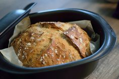 Pain cocotte - Basic Homemade Bread Recipe - The healthiest bread to make? Cuisine Diverse, Vegan Kitchen, Empanadas, Bread Recipes, Cooking Tips, Entrees, Food And Drink, Homemade, Eat