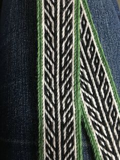 Tablet Weaving in Theory and Practice: July 2018 Inkle Weaving Patterns, Weaving Loom Diy, Finger Weaving, Weaving Tools, Inkle Loom, Card Weaving, Weaving Art, Basket Weaving, Viking Designs