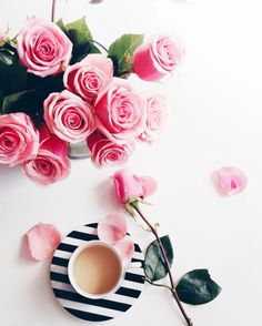 Paris Chloe black white mug coffee tea flatlay pink red roses rose cafe Coffee And Books, Coffee Art, Coffee Cups, Tea Cups, Coffee Break, Morning Coffee, Happy Coffee, Flat Lay Photography, Morning Photography
