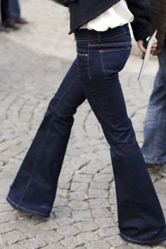 wide leg jeans are a classic. Suck it skinni jeans.