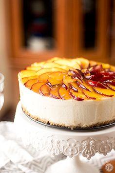 Tarta de yogur y melocotón sin horno, ¡brutal! - Jaleo en la Cocina Easy Cheesecake Recipes, Cheesecake Bites, Pumpkin Cheesecake, Cheesecake Desserts, Potluck Desserts, Creative Desserts, Italian Desserts, Drip Cakes, Food Cakes