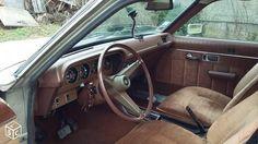 Cette Chrysler 2 litres de 1978 semble être dans son état d'origine avec seulement 108000 kilomètres au compteur.