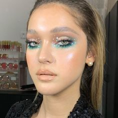 From colorful makeup looks to statement vinyl lips, we are going to have another bold year when it comes to beauty. Gem Makeup, Eye Makeup Art, Cute Makeup, Pretty Makeup, Star Makeup, Makeup Eyes, Perfect Makeup, Beauty Makeup, Rhinestone Makeup