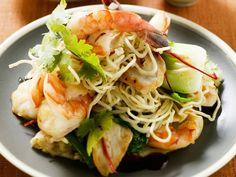 Gebratene Reisnudeln mit Gemüse und Shrimps - smarter - Zeit: 25 Min. | eatsmarter.de Wer braucht da noch einen Asia-Lieferservice.