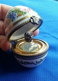 LIMOGES trinket box egg with perfume bottle Perfumes Vintage, Antique Perfume Bottles, Vintage Bottles, Blue Perfume, Beautiful Perfume, Cosmetics & Perfume, Bottles And Jars, Trinket Boxes, Container