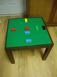 Ikea 'Lack' table turned into Lego table.....looks super easy.  There are no instructions on how to do this but it doesn't look like more than gluing lego sheets to the top.