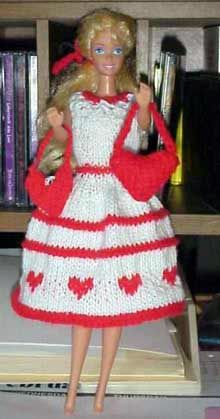 Free Knitting Pattern For Barbie Doll Valentine Heart Bag Beanie Knitting Patterns Free, Barbie Knitting Patterns, Barbie Clothes Patterns, Free Knitting, Clothing Patterns, Doll Patterns, Crochet Patterns, Diy Ken Doll Clothes, Knitting Dolls Clothes
