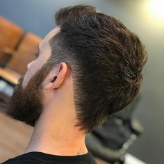 One of the coolest new haircuts for men is the nape shape. This fresh look adds lines, curves or angles to the neckline for a cool finish to any hairstyle. Mullet Haircut, Mullet Hairstyle, Asian Men Hairstyle, Fohawk Haircut Fade, Style Hairstyle, Haircuts For Men, Mohawk Hairstyles Men, V Shaped Haircut, Modern Mullet